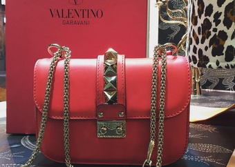 Rockstud  Valentino Garavani chained shoulder bag.jpg