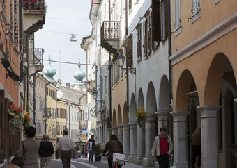 Via Rastello: the commercial street